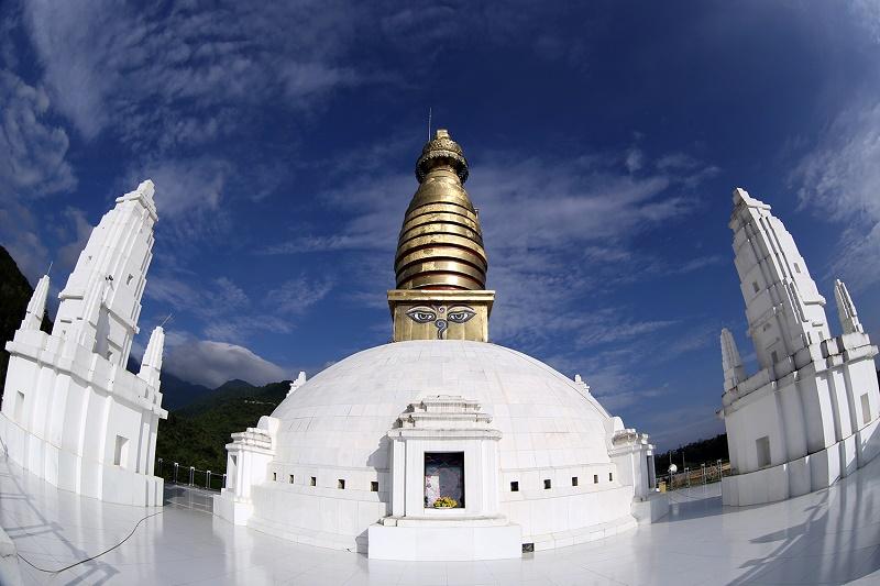 Đại Bảo tháp Mandala được xây dựng theo phong cách kiến trúc Ấn Độ