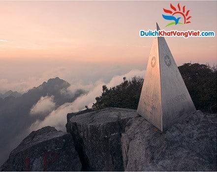 Đỉnh Fanxipan (cao 3143m).