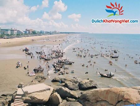 Biển Sầm Sơn luôn hấp dẫn nhiều khách du lịch đến Sầm Sơn