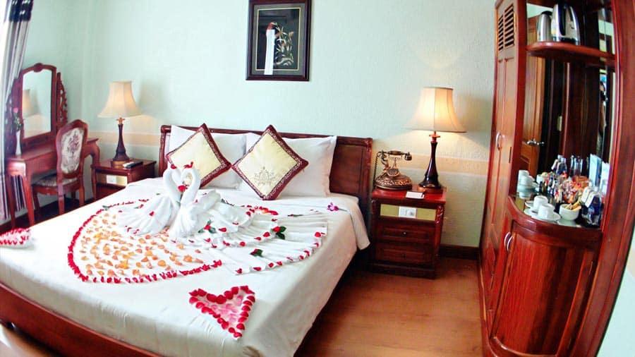 Phòng tại khách sạn Ninh Kiều tiện nghi, hiện đại