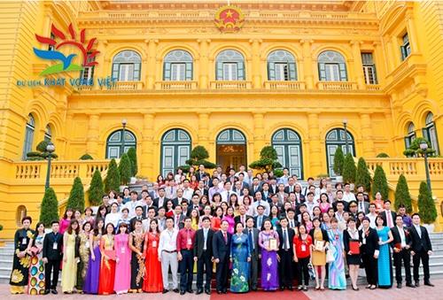 Giám đốc Nguyễn Bá Toàn được diện kiến và được phó chủ tịch nước giao nhiệm vụ trong thời kỳ mới tại Phủ Chủ Tịch năm 2015