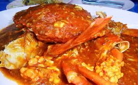 Ngoài khu phố đèn đỏ, Geylang còn nổi tiếng với những món ăn ngon, chẳng hạn như súp cua, cua sốt ớt