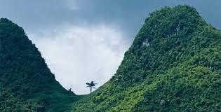 Núi Phu Gia Lan ở thị trấn Khánh Yên
