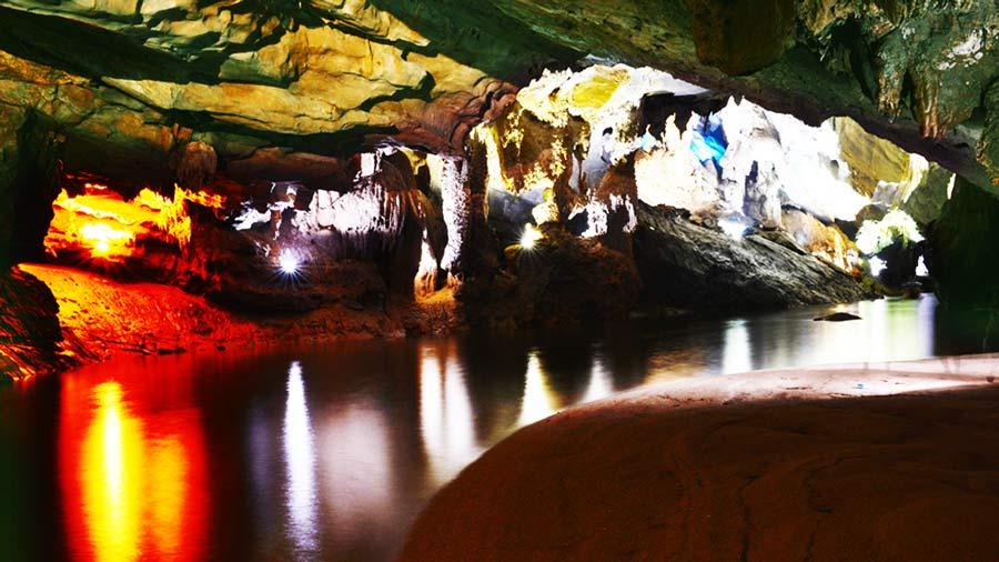 Các hang động huyền ảo, hấp dẫn