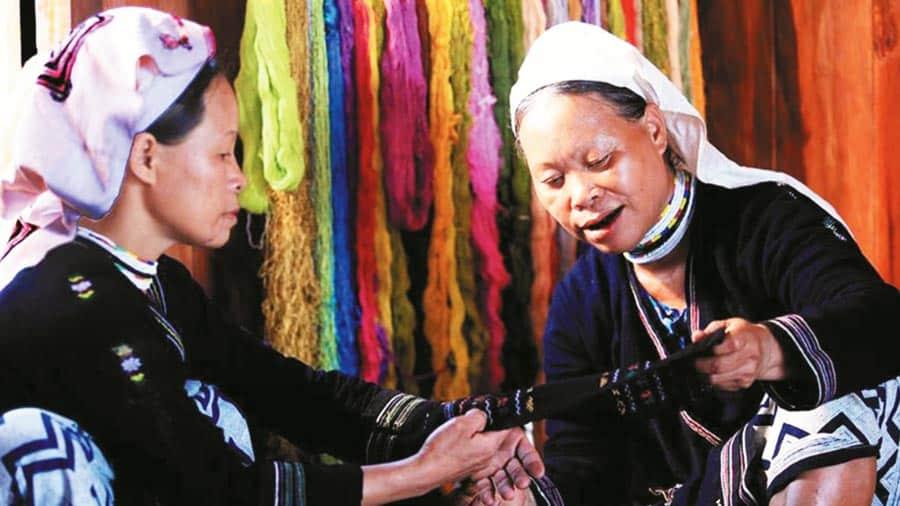 Khám phá nét văn hóa đặc sắc của người dân tộc Dao Đỏ bản Tả Phìn