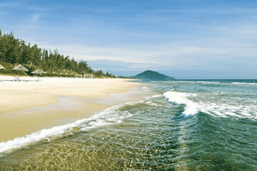 Biển Thiên Cầm tại thị trấn Thiên Cầm trong xanh đẹp mê lòng người