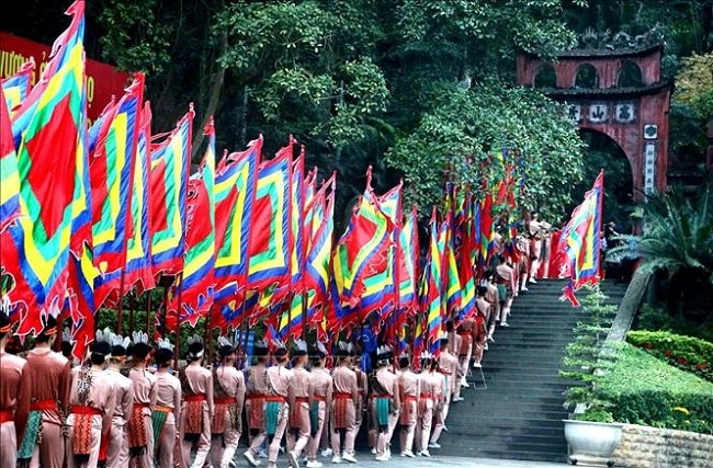 Con cháu khắp mọi miền tổ quốc về với lễ hội Đền Hùng