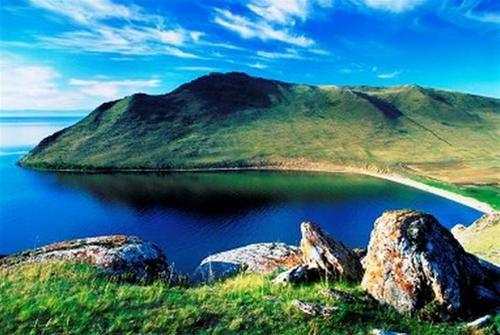 Hồ Baikal tuyệt đẹp vào mùa hè.