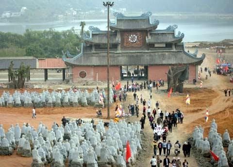 hình ảnh tại lễ hội tại chùa bái đính