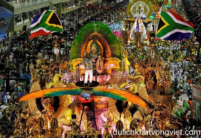 ngây nất với lễ hội hóa trang ở Brazil