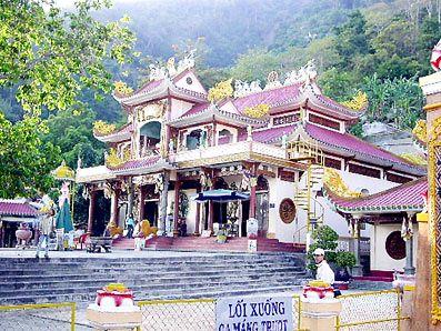đền thờ núi bà đen