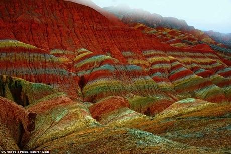 sắc đỏ của núi ở công viên Đan Hà.