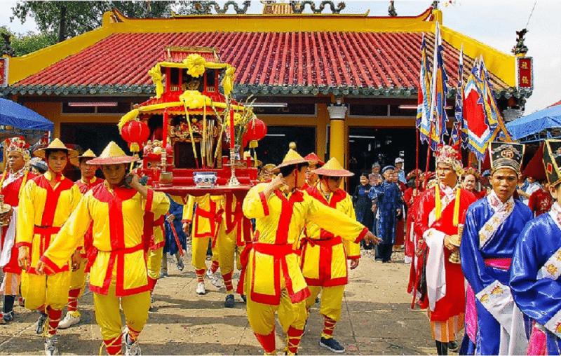 Lễ rước kiệu trong lễ hội Ngư Ông Đà Nẵng