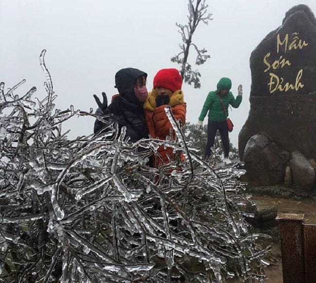 Băng tuyết xuất hiện trên đỉnh Mẫu Sơn