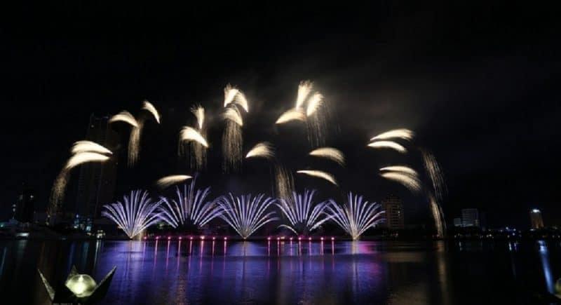 Pháo hoa chào đoán năm mới tại Đà Nẵng