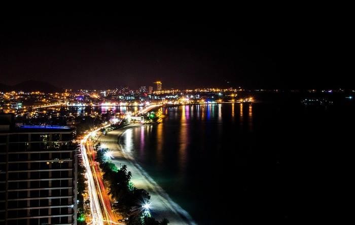 Biển Nha Trang về đêm