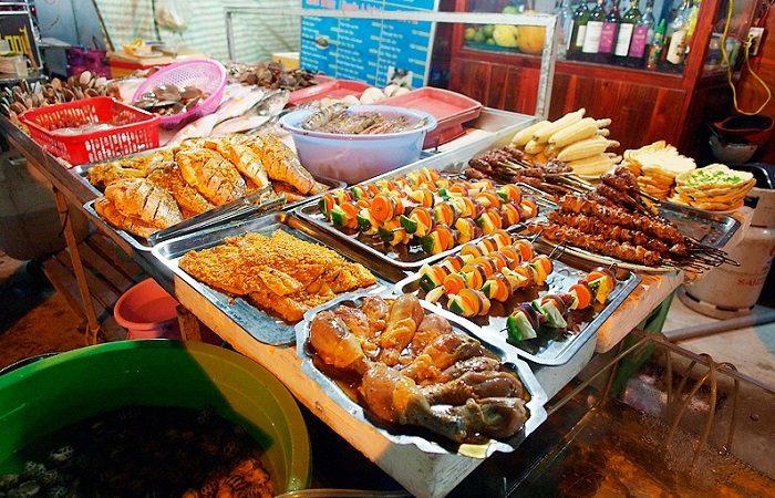 Gian hàng đồ ăn chợ đêm Nha Trang