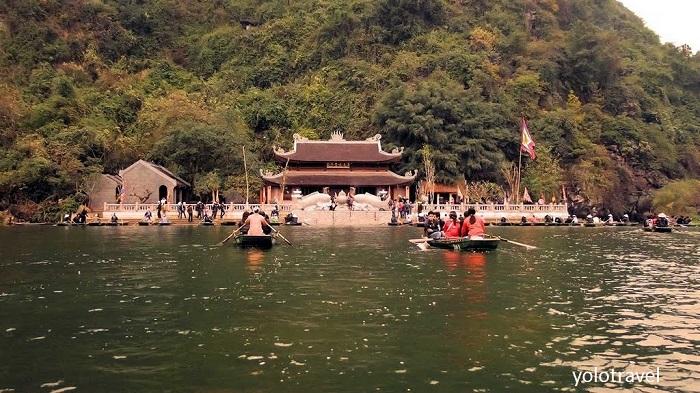 Chùa Hương Tích điện chính