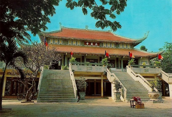 Điện chính chùa Hương Tích