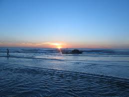 Bình minh trên biển Hải Hòa đẹp lung linh.