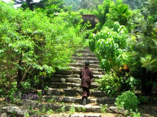 Lưng chừng đỉnh núi – Chùa Thiên Tượng