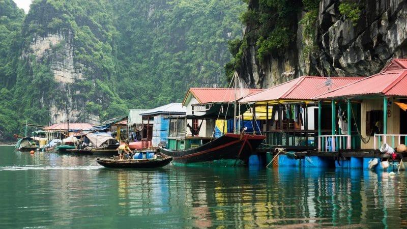 Làng chài Cửa Vạn - Một trong những làng chài đẹp nhất thế giới