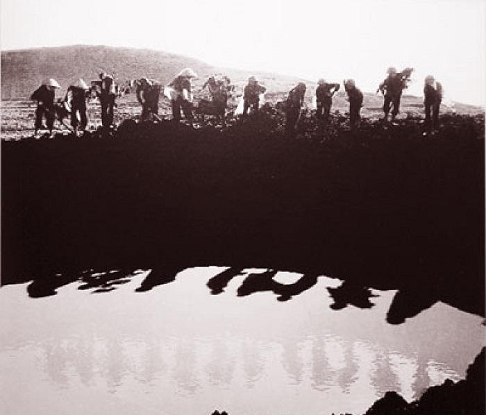 12 cô gái thanh niên xung phong tại Ngã ba Đồng Lộc (ảnh chụp trước khi các cô hy sinh 1 tuần)