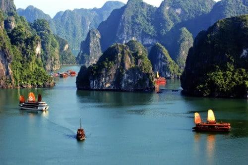 Vịnh Lan Hạ đẹp như chốn tiên cảnh
