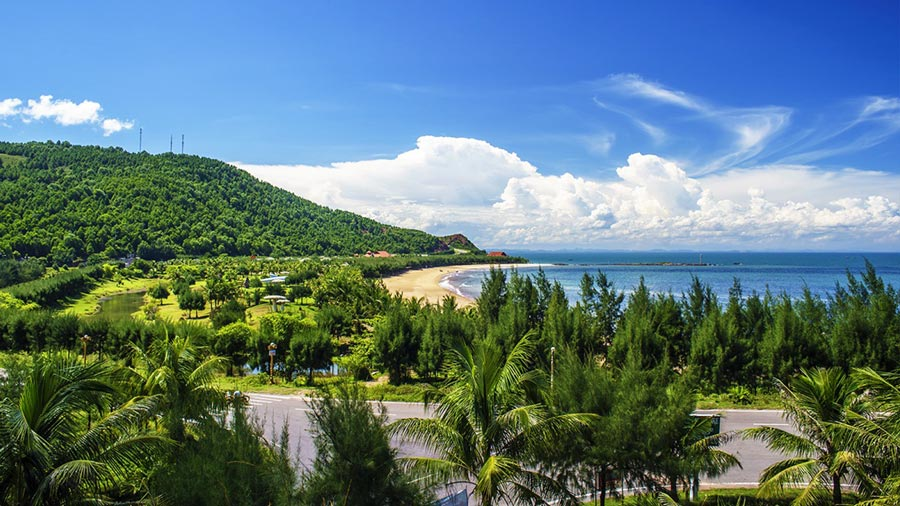 Biển Bãi Lữ trong xanh mà yên bình
