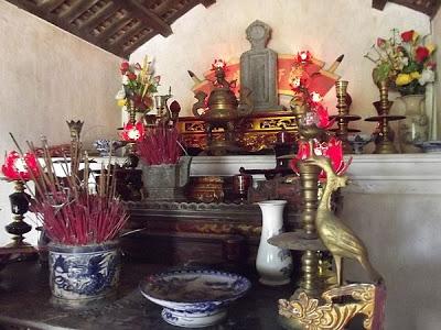 Thắp hương khu di tích Nguyễn Du – Hà Tĩnh