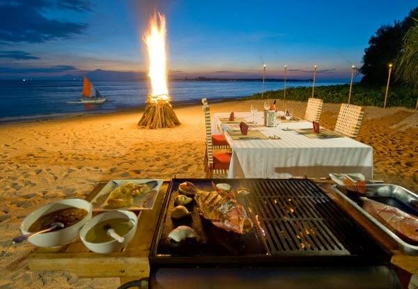 Tiệc BBQ trên bãi biển ở đảo Cô Tô