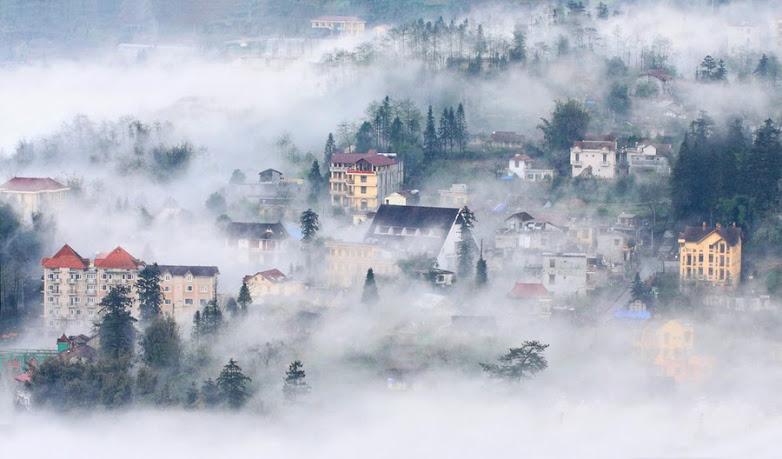 Mây và sương mù bao phủ sapa vào mùa thu và mùa đông.