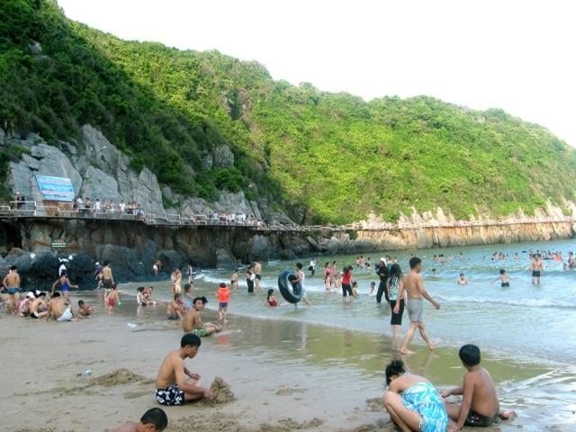 Bãi biển du lịch Cát Bà