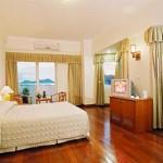 Khách sạn Holiday View ở Cát Bà