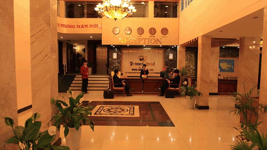 Sảnh đón khách tại khách sạn Các Hoàng Tử Cát Bà