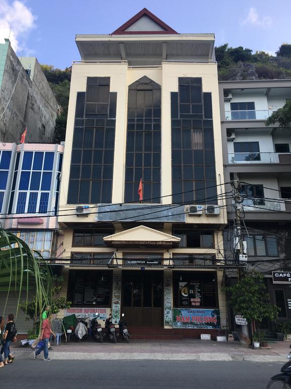 Khách sạn Nam Phương ở vị trí trung tâm Cát Bà