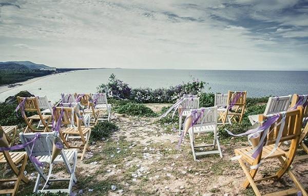Mỏm đá Mặt Trời đẹp như mơ tại bãi biển Hải Hòa
