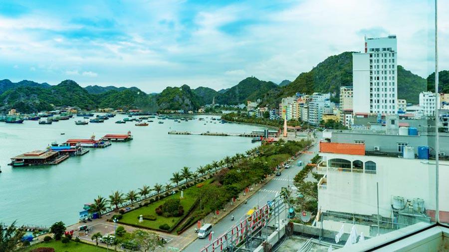 Từ khách sạn có thể chiêm ngưỡng khung cảnh biển tuyệt đẹp