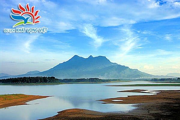 Núi Tản Viên - Ba Vì đứng sừng sững giữa đất trời