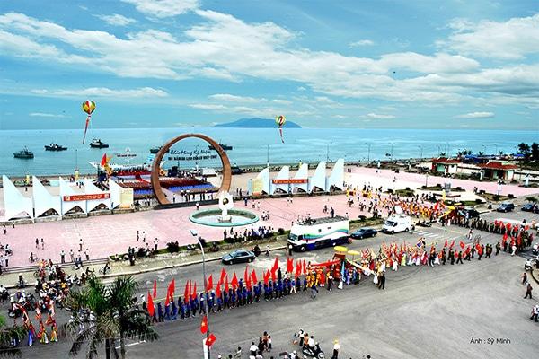Quảng trường Bình Minh nơi biển Cửa Lò