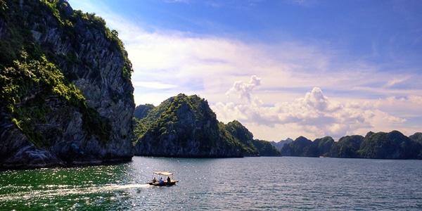 Vịnh Lan Hạ, địa điểm không thể thiếu trong hành trình khám phá đảo Cát Bà