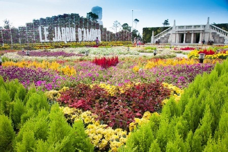 Vờn hoa tại BaNa với ngàn hoa đua sắc
