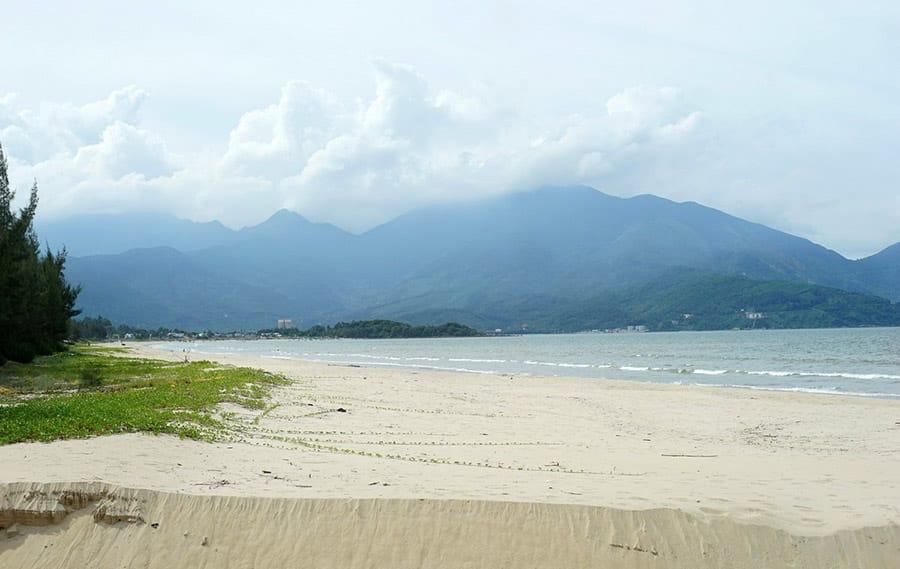 Bãi Biển Xuân Thiều