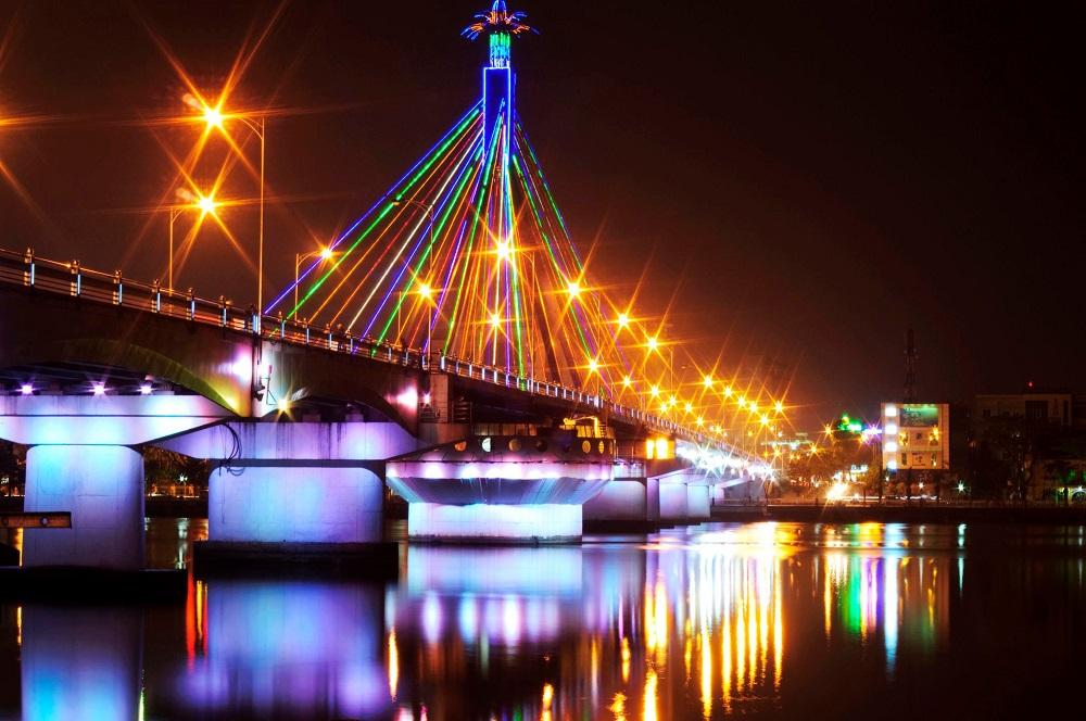 Cầu quay sông Hàn lung linh huyền ảo