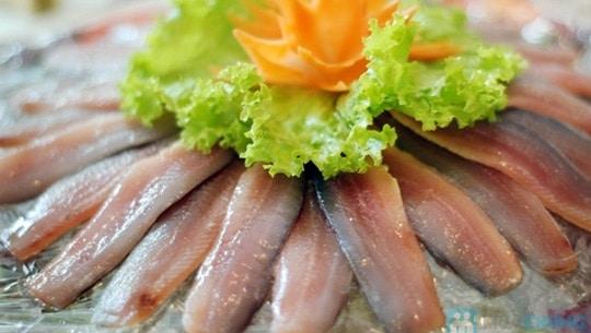 Gỏi cá trích. Món ngon độc đáo chỉ có ở Phú Quốc.
