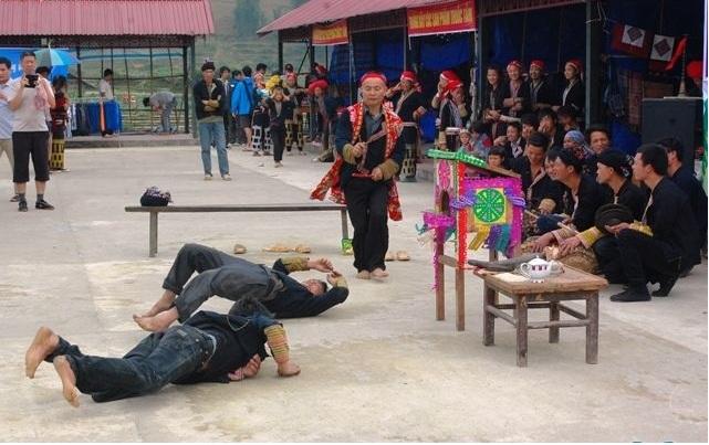 """Các """"sài cỏ"""" theo sự hướng dẫn của thầy cả tổ chức 14 điệu nhảy dẫn đường"""