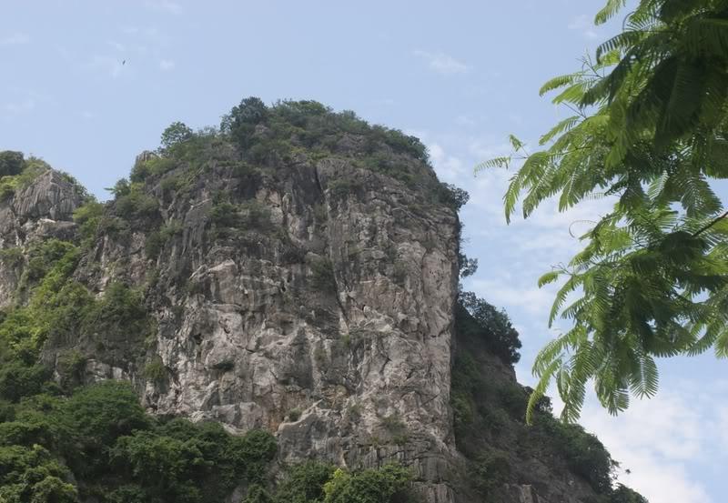 Núi Bài Thơ Hạ Long