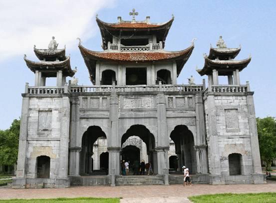Một mặt nhà thờ đá Phát Diệm