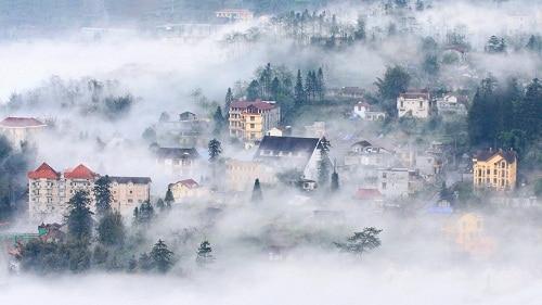 Thị trấn Sapa ẩn hiện trong sương