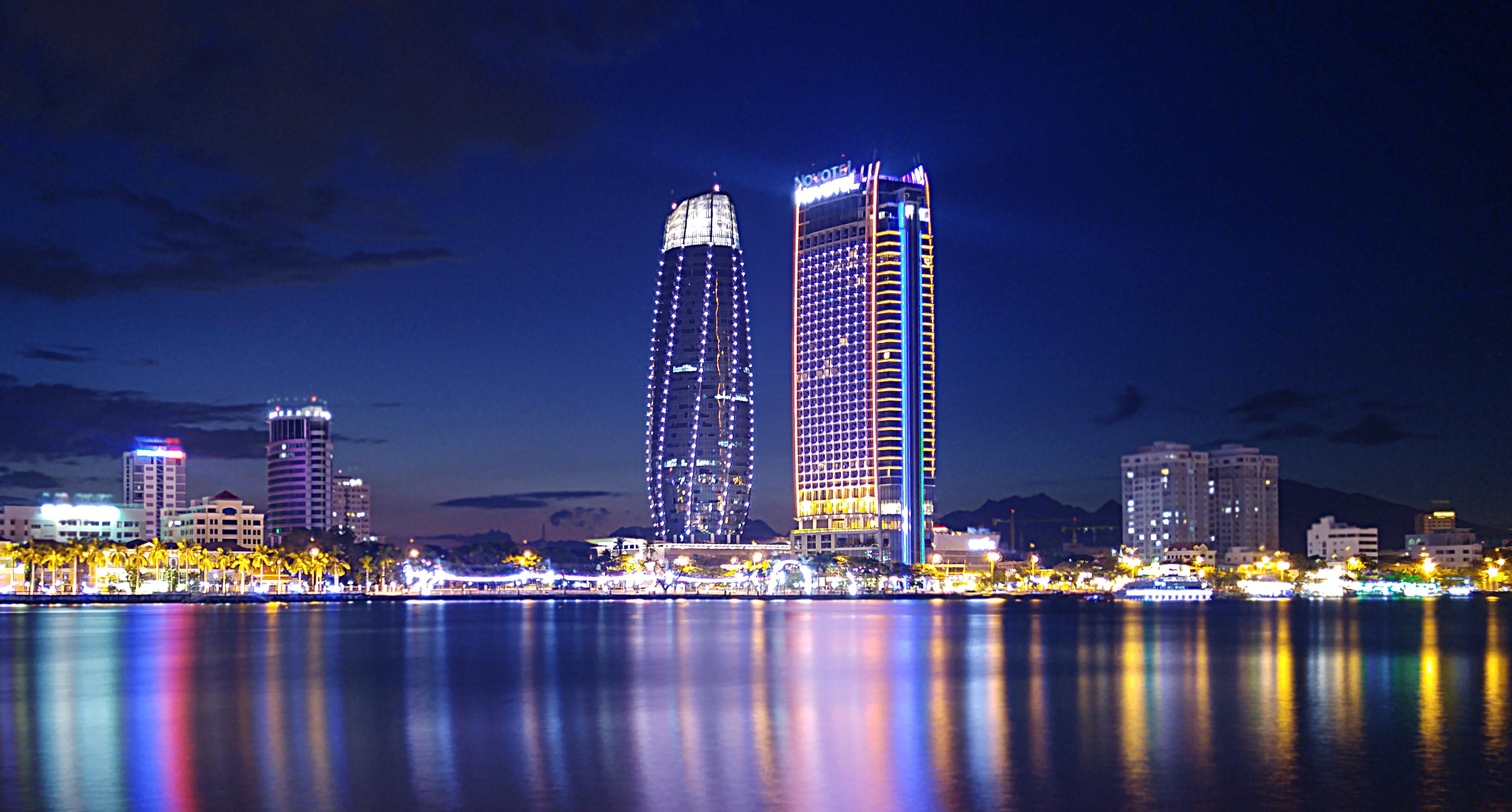 Quang cảnh Đà Nẵng về đêm